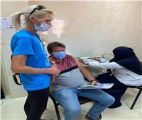 الفرق الطبية المتحركة بالشرقية تواصل تطعيم المواطنين بلقاح كورونا