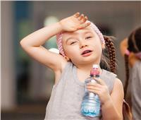 نصائح للأمهات| متى يجب أن يشرب طفلي الماء؟