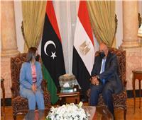 وزير الخارجية يعقد مباحثات مع نظيرته الليبية بالقاهرة