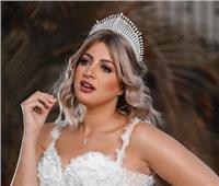 """جلسة تصوير جديدة لمنى فاروق بفستان زفاف: """"إدعولي اتجوز قريب"""""""
