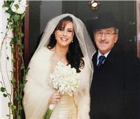 بفستان زفاف.. نور اللبنانية تحتفل بـ«يوم الأب»