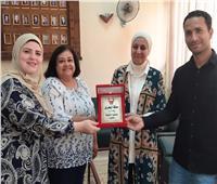 «الثقافية البحرينية» تكرم المسئولين عن الوافدين بإدارة الدراسات العليا بـ«عين شمس»