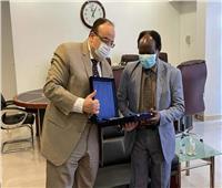 السفير المصري في الخرطوم يلتقي وزير الاستثمار السوداني