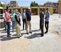 محافظ الوادي الجديد يتابع أعمال إنشاء باكيات تجارية بميدان البساتين