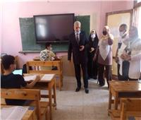 وكيل وزارة التعليم بالإسماعيلية يتابع الامتحان التجريبي للثانوية العامة