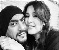 العوضي يدعم ياسمين عبدالعزيز.. وزوجته ترد بـ«قبلة» وتصفه بـ«حب عمري»