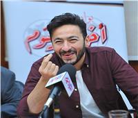 فيديو| حمادة هلال يُغني «أم أحمد» خلال تكريمه ببوابة أخبار اليوم