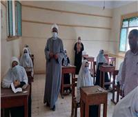 رئيس الإدارة المركزية لمنطقة أسيوط الأزهرية يتابع سير امتحانات الثانوية