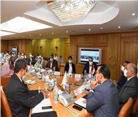 محافظ قنا يناقش الخطة المقترحة لتنمية موارد برنامج التنمية المحلية بالصعيد