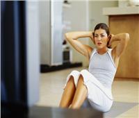 4 حيل سحرية لحرق الدهون أمام التليفزيون