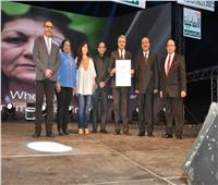 لمى طيارة و مروة أبوعيش يقدمان جائزة الفيبريسي بالإسماعيلية السينمائي