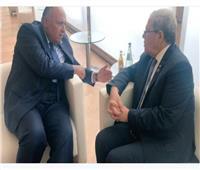 وزير الخارجية يبحث مع نظيره التونسي تعزيز العلاقات الثنائية بين البلدين