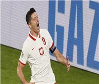 يورو2020|  الكرة تعاند ليفاندوفسكي أمام السويد وترفض دخول المرمى «فيديو»