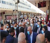 """وزير النقل يعنف مسئولي """"السكة الحديد"""".. ويؤكد: تصعيد الشباب للقيادة قريبا"""