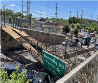 بالصور | انهيار جسر للمشاة في واشنطن