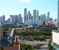 انهيار جزئي بمبنى ضخم بولاية فلوريدا الأمريكية