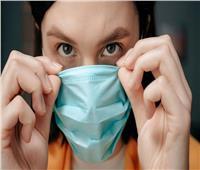 أستاذ فيروسات يحذر من ارتداء الكمامة في هذه الحالة