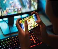 طبيب يحذر من إدمان الطفل للألعاب الإلكترونية | فيديو