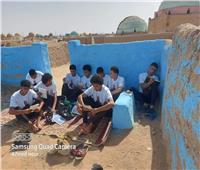 أصدقاء شهيد الشهامة بنجع حمادى يجتمعون حول قبره مرددين: مات أعز الأحباب