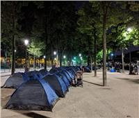 مهاجرون ينصبون 250 خيمة أمام بلدية باريس