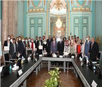 مجلس جامعة عين شمس يكرم الطلاب الفائزين في مسابقات عالمية