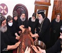 البابا تواضروس يطيِّب جسدي القديسين الأنبا موسى والأنبا ايسيذروس