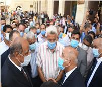 في الثامنة صباحا وشدد على النظافة.. «الوزير» يفاجئ العاملين في محطة مصر  صور