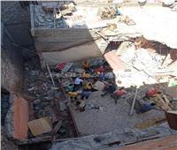 الصور الأولى لانهيار «عقار بالإسكندرية»