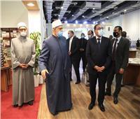 وكيل الأزهر وأمين البحوث الإسلامية يستقبلان رئيس الوزراء بجناح الأزهر فى معرض الكتاب