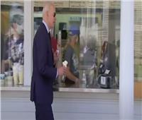 بايدن يتوقف لشراء «آيس كريم» خلال زيارته لـ«لاكروس»  فيديو
