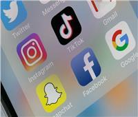 عمالقة التواصل الاجتماعي يتعهدون بحماية النساء على الإنترنت