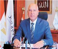وزير النقل يكرم كمسري واقعة الاعتداء على مواطن بمنوف