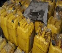 أمن القليوبية يداهم مخزنًا ويضبط 29 طنًا من زيت الطعام مجهول المصدر