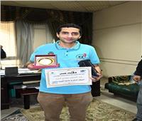 عبدالرحمن مجدي يحصل على لقب «الموظف المثالي» بنقابة الصحفيين