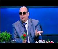 مبروك عطية ردًا على شاب سخر منه: إلهى اللي جرالي يجرالك.. أنا صابعي مقطوع