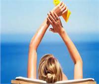 كيف تحمي بشرتك قبل النزول إلى البحر؟