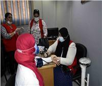 توقيع الكشف الطبي على العاملات بمياه سوهاج