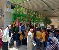 «بدون إجراءات احترازية».. زحام شديد على مكاتب البريد في بني سويف