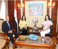 """وزيرة الهجرة تلتقي """"مريم طاحون"""" أصغر مغنية أوبرا مصرية في النمسا"""