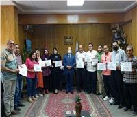 تكريم مدير العلاقات العامة وأعضاء فريق عمل «أخبار تعليم قنا»   صور