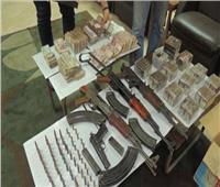 ضبط مخدرات وسلاح بحوزة 90 شخصا في الجيزة