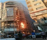 المعمل الجنائي يعاين موقع حريق اندلع في واجهة «نقابة المعلمين» بالمنيا