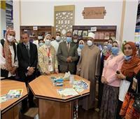طلاب الأزهر يشاركون في حملة «تطعيمك- مناعتك- حياة» بمعرض الكتاب