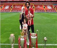 «صلاح» يشارك محبيه ظهوره مع أولاده في العطلة الصيفية
