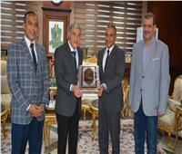 القاضي يكرم رئيس مدينة المنيا لترقيته سكرتيرًا عامًا مساعدًا لمحافظة أسيوط