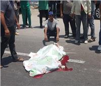 مصرع عامل نظافة صدمته سيارة مسرعة بالإسكندرية| صور