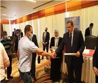 وزير القوى العاملة يسلم 114 عقد عمللذوي الهمم بالإسكندرية