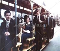 استقبال خاص من «ميكي ماوس» لجيهان السادات في ديزني لاند  صور