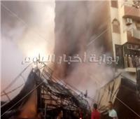 حريق هائل بمعرضين تجاريين بسوهاج.. والدفع بـ15 سيارة مطافئ