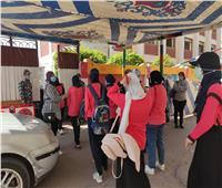 توافد طلاب الثانوية العامة «الشعبة الأدبية» بالغردقة على لجان الامتحانات | فيديو